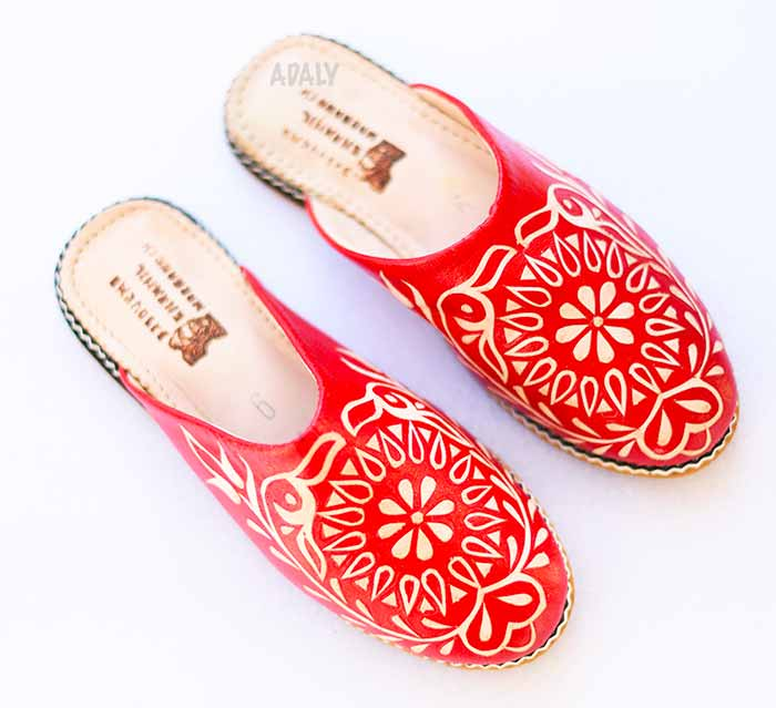 babouches-nezha-rouge-2019 Buy leather slippers engraved round babouche with heel